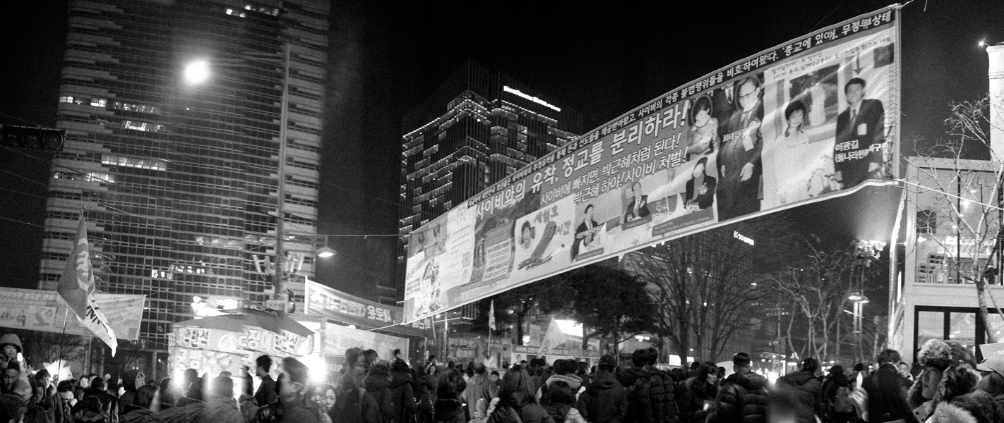 http://www.michaelmeyerphoto.com/files/gimgs/th-36_20161203_SeoulProtest_MMP-8405.jpg