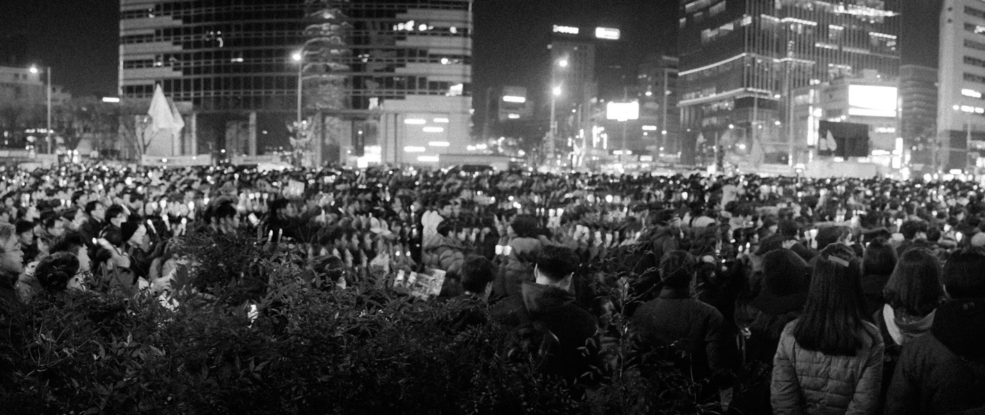 http://www.michaelmeyerphoto.com/files/gimgs/th-36_20161203_SeoulProtest_MMP-8411.jpg