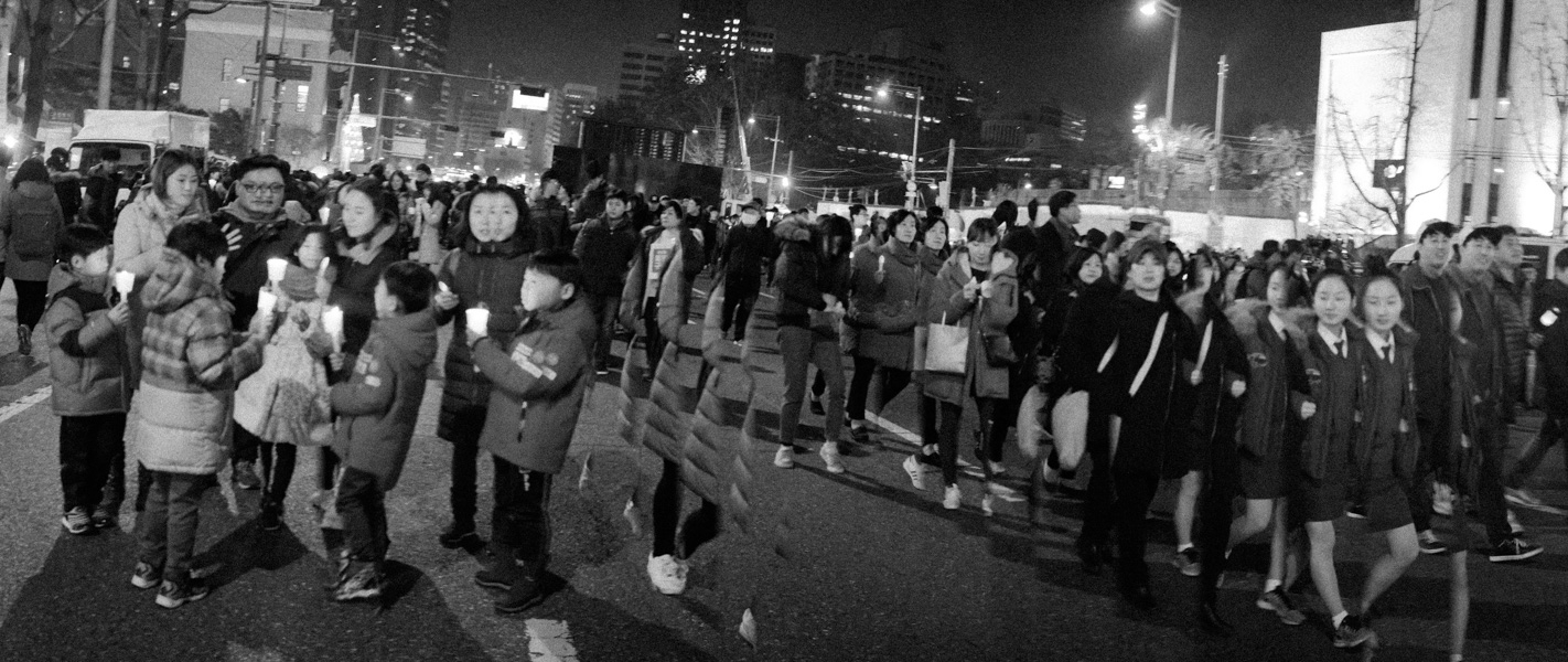 http://www.michaelmeyerphoto.com/files/gimgs/th-36_20161203_SeoulProtest_MMP-8420.jpg